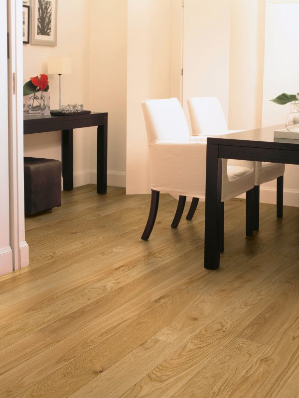 The image shows the Quick Step Natural Heritage Oak Matt flooring