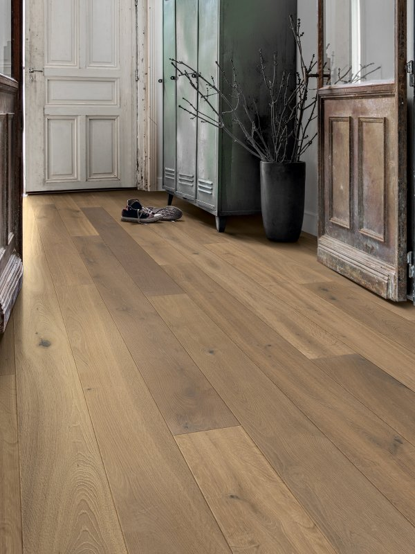 Lifestyle image of Nutmeg Oak oiled in entrance hallway